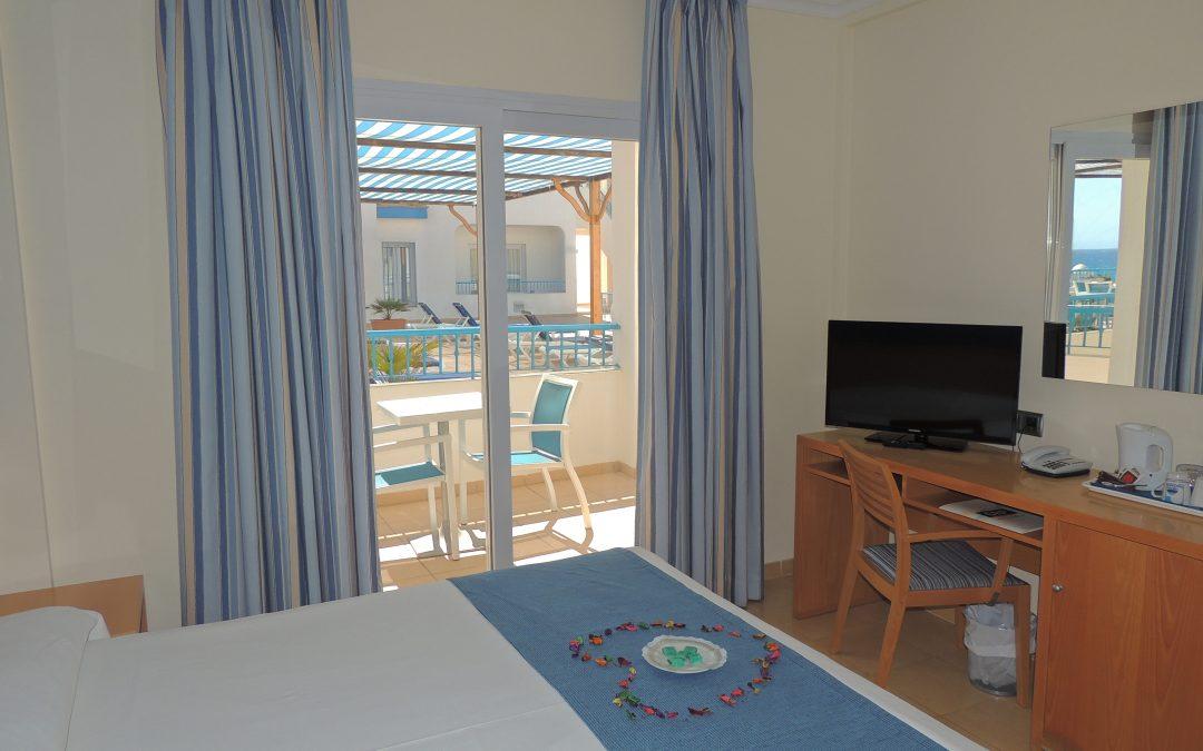 H. Punta del cantal – Doble superior con terraza con alojamiento y desayuno no reembolsable